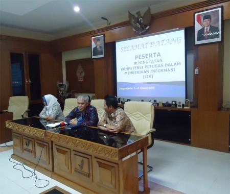 Sambutan kepala BBPOM Jogja di Inhouse Training Kehumasan dan Media Informasi