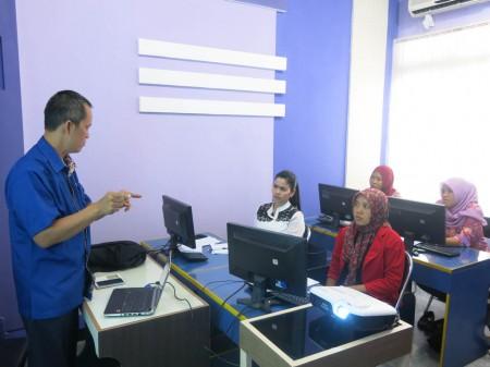 Pelatihan Pertelevisian bagi Staff SIAK TV dari Dinas Perhubungan dan Infokom