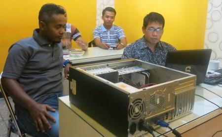 Pelatihan Implementasi MikroTik Router OS - Seting PC Router