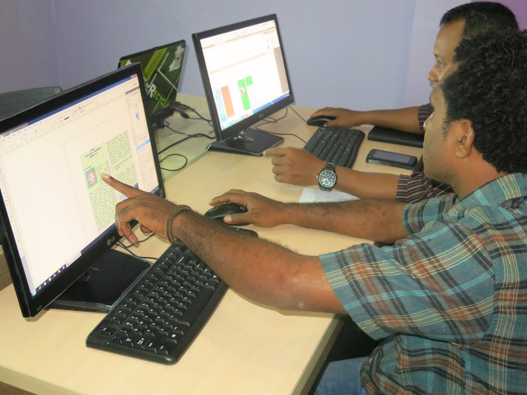 Pelatihan Teknologi Informasi – Desain Grafis Media Cetak