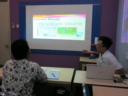 Pelatihan Administrator MikroTik Router PPSDM MIGAS Cepu Mei 2017