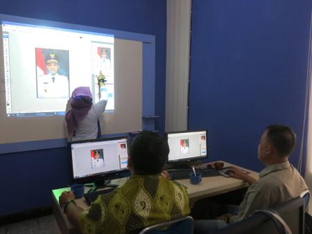 Pelatihan Desain Grafis untuk Media Informasi Dinas Komunikasi Informatika (KOMINFO) dan Persandian Kabupaten Aceh Tamiang Februari 2018