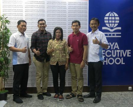 Pelatihan TI Jurnalistik dan Desain Grafis Layout Pembuatan Buletin DISKOMINFO Kabupaten Boven Digoel Provinsi Papua Maret 2019