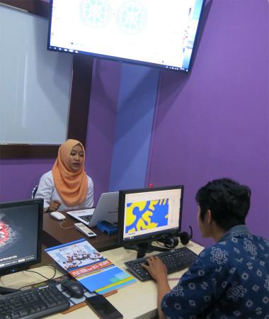 Pelatihan Desain Grafis untuk Media Informasi Visual Universitas Udayana Bali Juni 2019